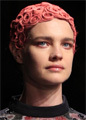 Водянова привела на Парижскую Неделю моды свою бабушку
