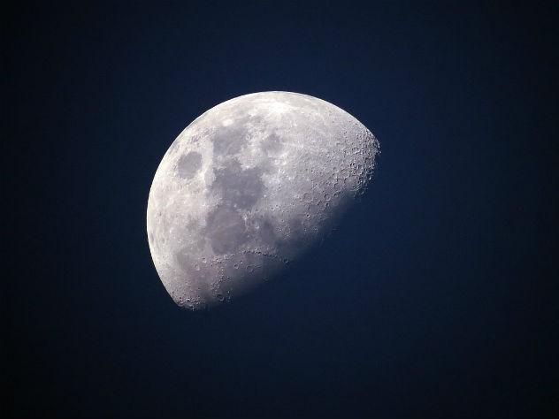 Луну могут признать планетой
