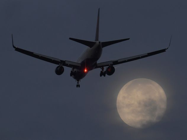 Самолет вИндии экстренно сел из-за вони втуалете