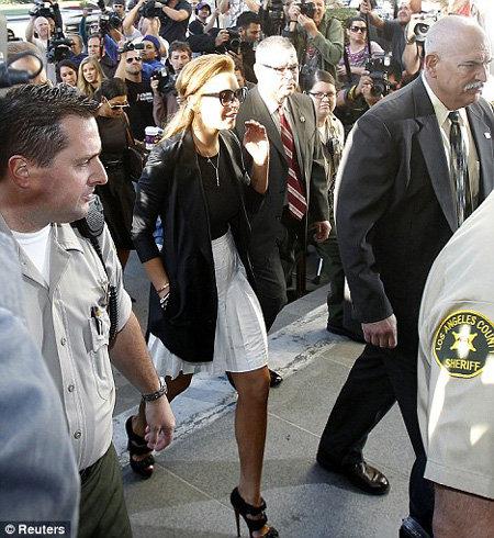 Линдси прибыла в суд в Санта Монике в прошлом месяце, где получила предписание лечь на реабилитацию