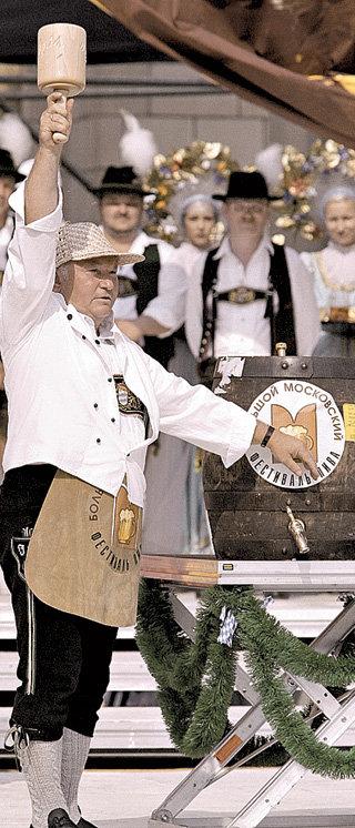 ...примеривал роль простого австрийскиго бюргера (фото РИА Новости)