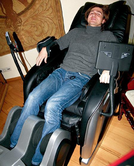 В массажном кресле САДАЛЬСКОГО КОНДРАХИН укрепляет тело физически и духовно