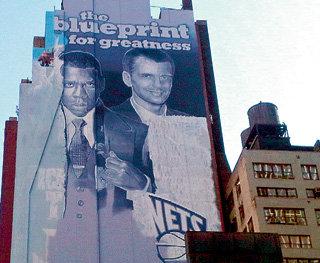 После покупки баскетбольной команды Нью-Джерси миллиардер стал местной знаменитостью и плакатами с его портретом теперь украшают дома