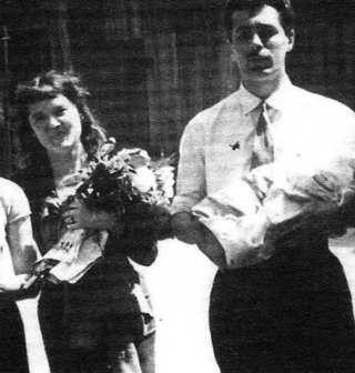 Людмила ГУРЧЕНКО с первым мужем и новорождённой дочкой