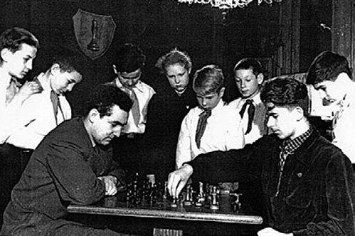 ТАЙМАНОВ и Борис СПАССКИЙ частенько давали мастер-классы во дворцах пионеров