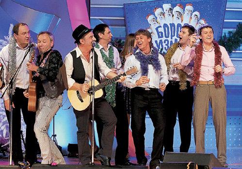 В финале праздничного шоу к «Уральским пельменям» с новогодней песней присоединилась группа «ЧайФ»