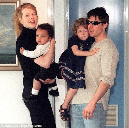 Николь КИДМАН и Том КРУЗ с приёмными детьми Коннором и Изабеллой в 1996 году