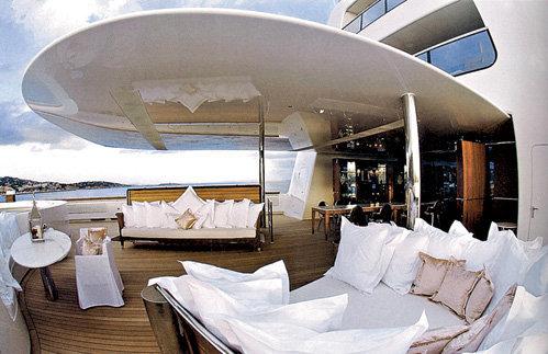 Высотой лодка сопоставима с 10-этажным зданием - 32 м