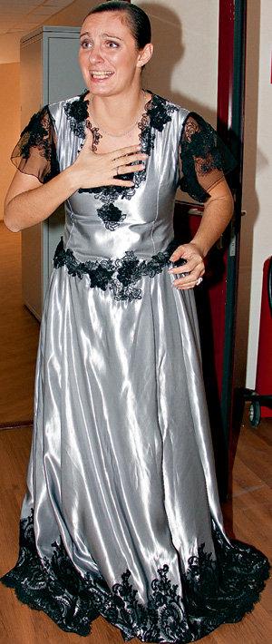 Лучшая певица 2010 года Елена ВАЕНГА получила от поклонников за манеру размахивать руками прозвище - Ветряная мельница