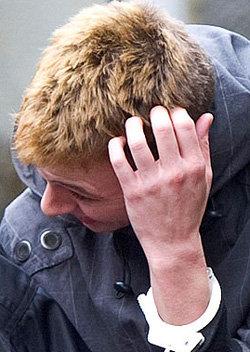Саманта БРУКС в наручниках после своего ареста. Фото Sun