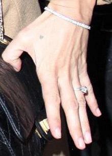 Колечко Кейт с внушительным бриллиантом