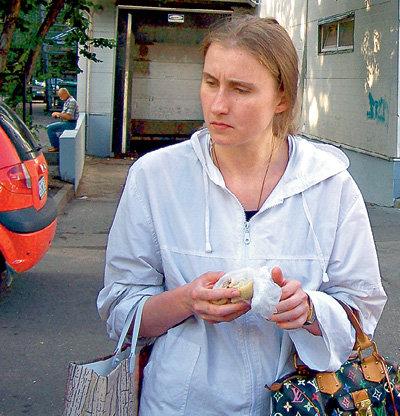 Дочь звезды - Лидия ЕРМАКОВА живёт в психиатрической клинике, потому что мама не пускает её на порог