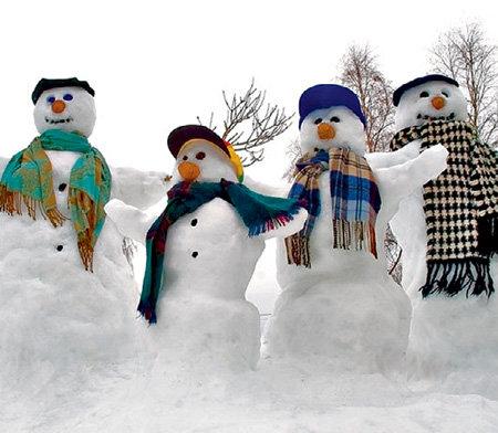 Снеговики простоят в наших дворах ещё почти целый месяц