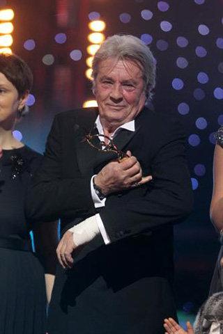 Ален ДЕЛОН вышел на сцену, чтобы получить премию