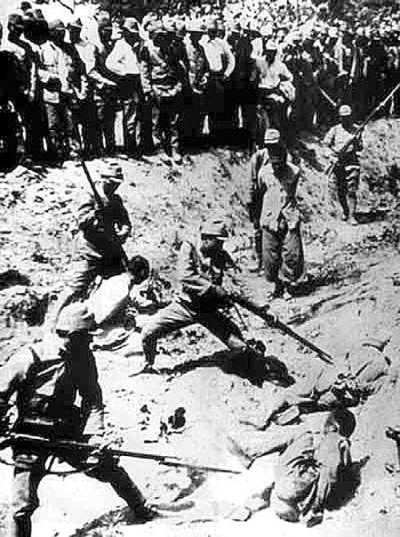 Нанкинская резня, во время которой японские солдаты штыками закололи более 20 000 китайцев, стала одной из самых страшных страниц в истории человечества