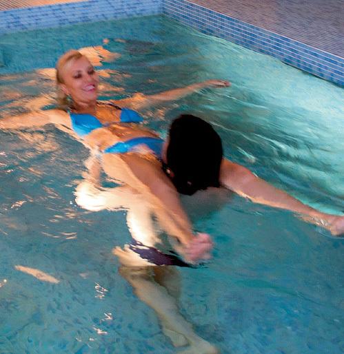 ШИЛОВА обожает устраивать свидания в собственном бассейне