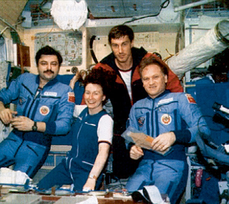 Джудит ЛАПЬЕР (в центре)