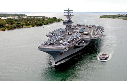 ...которую перемещают по Тихому океану под прикрытием авианосца «Рональд Рейган»