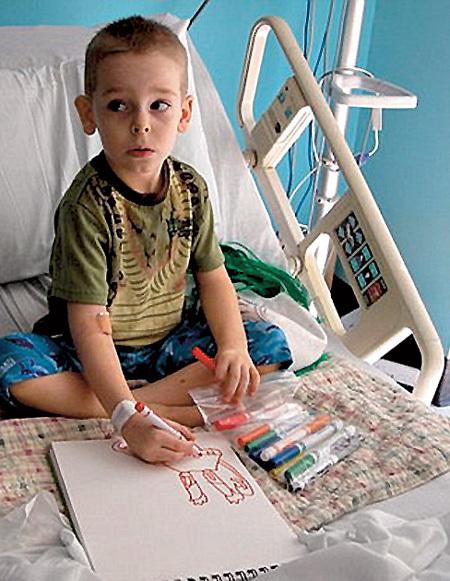 В палате онкологического отделения Эйдан выплескивал боль на бумагу