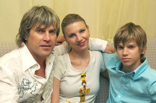 Алексей ГЛЫЗИН с женой Санией и сыном
