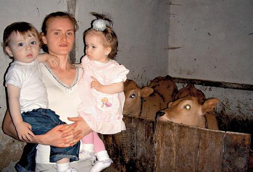 В семье ПАНЫЧЕЙ сначала появились двойняшки Виталик и Виталина, а после - телята-близняшки