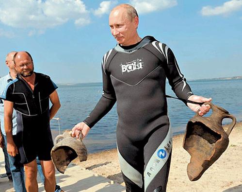 Во время отпуска национальный лидер нашёл на дне Таманского залива две амфоры VI века