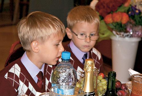 Федя и Ваня - младшие дети Ивана Ивановича