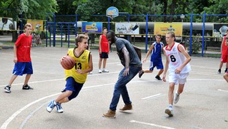 ТИМАТИ превратил кубанских футболистов в баскетболистов. Фото lifesports.ru
