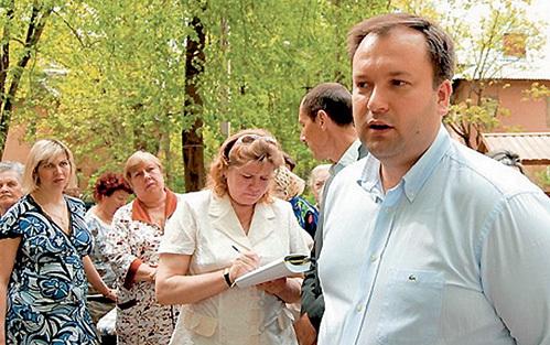 Жителям домов, в которых несколько месяцев нет горячей воды, Евгений ДУШКО обещал решить наболевшую проблему (фото sovetsp.ru)