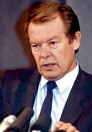 Вадим БАКАТИН свою миссию в КГБ назвал «забой скота». Выполнив её, вместе с семьёй до 1995 года он жил в штате Алабама на первом этаже двухэтажного коттеджа разведчика-предателя Олега КАЛУГИНА
