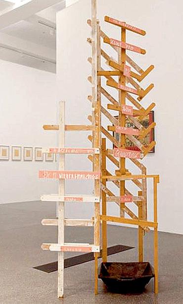 Любоваться чистым тазом в инсталляции «Когда капает с потолка» найдется мало желающих