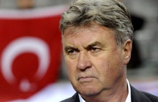 Турки хотят уволить Хиддинка, да не могут. Фото footballtrain.org