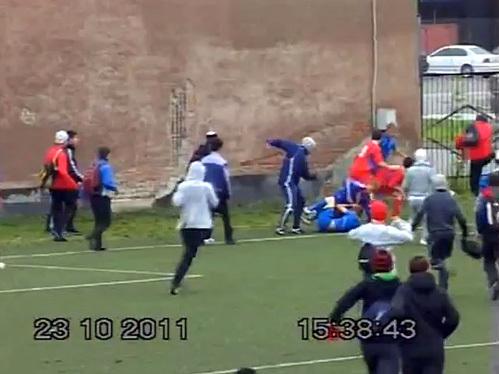 Во Владикавказе на футбольном матче произошла очередная драка. Фото topnews.ru