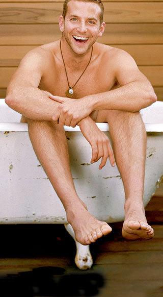 Голубые глаза и обаятельная улыбка делают Брэдли КУПЕРА неотразимо сексуальным. Вы согласны