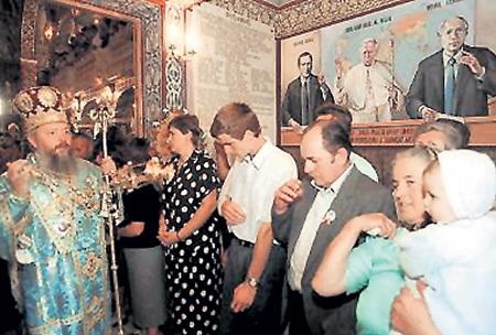 БУШ-старший, Папа ИОАНН-ПАВЕЛ II, Михаил ГОРБАЧЁВ на фреске в румынском храме