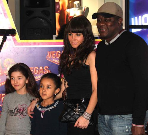 Пьер Нарцис с семьёй и подругой дочки