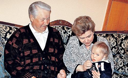 Внук Глеб родился с небольшим отставанием, но родители запретили Татьяне, тогда ещё ДЬЯЧЕНКО, оставить его в клинике