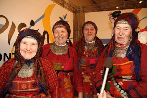 «Бурановские бабушки» (фото Бориса КУДРЯВОВА)