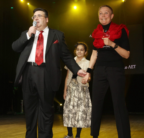 Алексей МИТРОФАНОВ с женой и дочкой.
