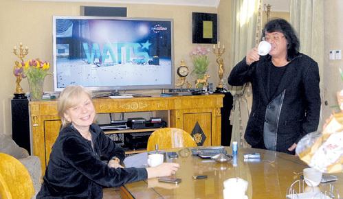 Уют в особняке обеспечивает жена Марина, с которой композитор вместе 30 лет