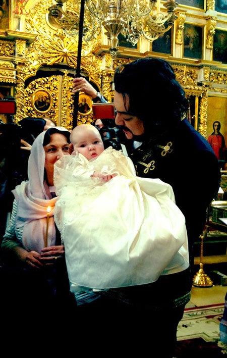 Филипп КИРКОРОВ с дочкой Аллой-Викторией (Фото из Твиттера Валентина Юдашкина)