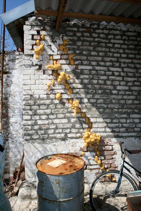 Трещины в стене дома ГРАЖДАНКИНЫХ