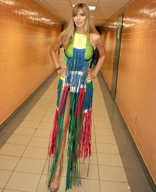 Для весеннего концерта Вера БРЕЖНЕВА приготовила яркий экстравагантный наряд