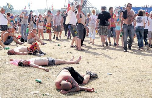 Разморенные слушатели валились на траву