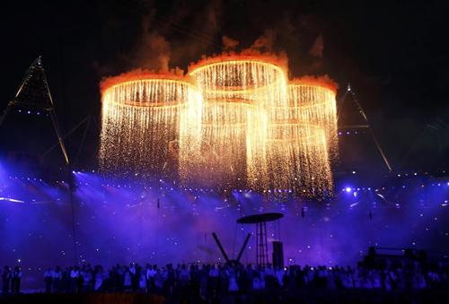 На арену пролился золотой дождь.