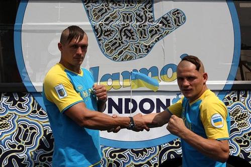 Украинские боксёры побрили головы как запорожские казаки. Фото: РИА «Новости»