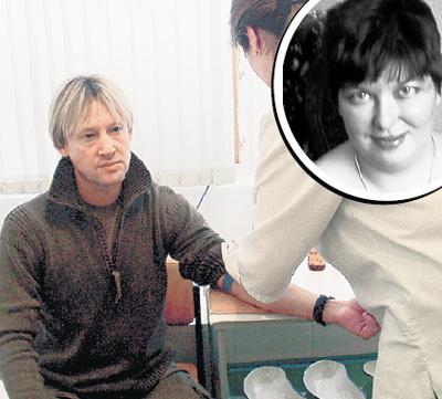 Несколько лет назад «Экспресс газета» помогла Дмитрию ХАРАТЬЯНУ избавиться от фанатки Любы, якобы родившей ему сына: мы организовали им экспертизу ДНК
