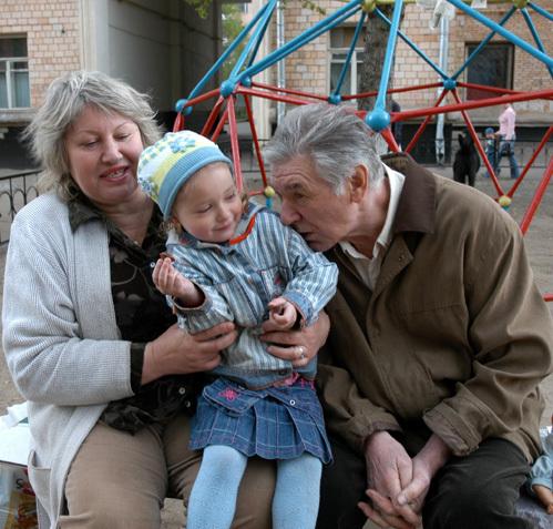 Александр БЕЛЯВСКИЙ с женой Людмилой и дочкой Сашей  (фото Ларисы КУДРЯВЦЕВОЙ).