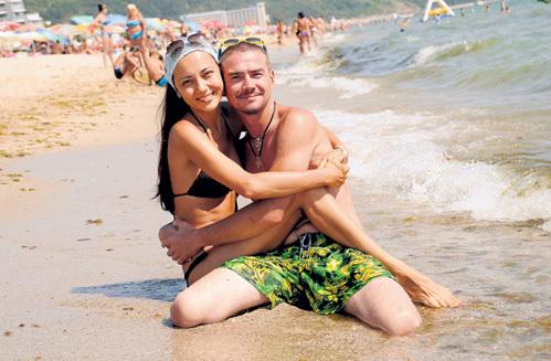 Денис НИКИФОРОВ с женой Ириной провёл на албенском пляже не один час