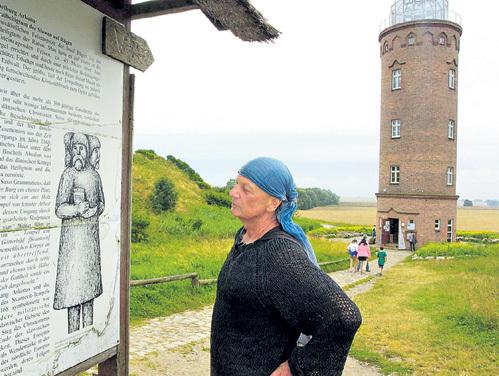 На острове Рюген (бывший Руян) находилось святилище самого почитаемого у балтийских славян бога Свентовита - так выглядел его памятник. В 1168 году святилище было разрушено